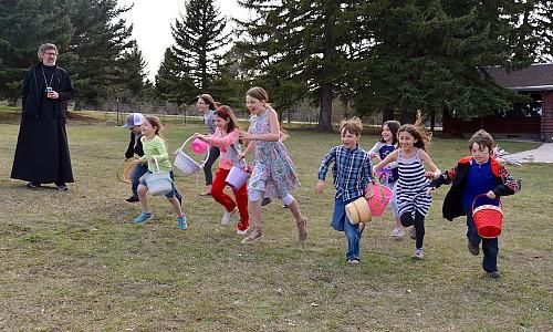Children hunt eggs at the Pascha picnic.